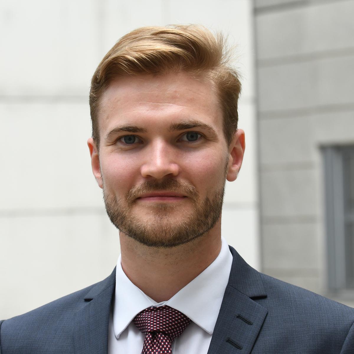 Advokat Kim S. Larsen